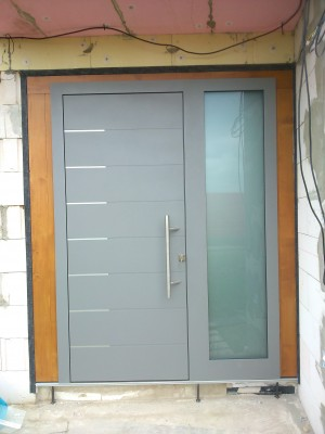 Vchodové dvere DREVO-HLINÍK bezfalcové