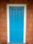 Vchodové dvere panelové s ozdobnými lištami, ktoré vytvárajú kazety ...