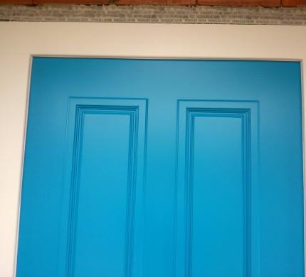 Vchodové dvere panelové s ozdobnými lištami tvoriacimi kazety ...