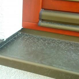 Vonkajšia parapetná doska hliníková so zapustenou hliníkovou koncovkou