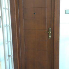 Vchodové dvere panelové na byt