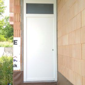Vchodové dvere panelové s nadsvetlíkom