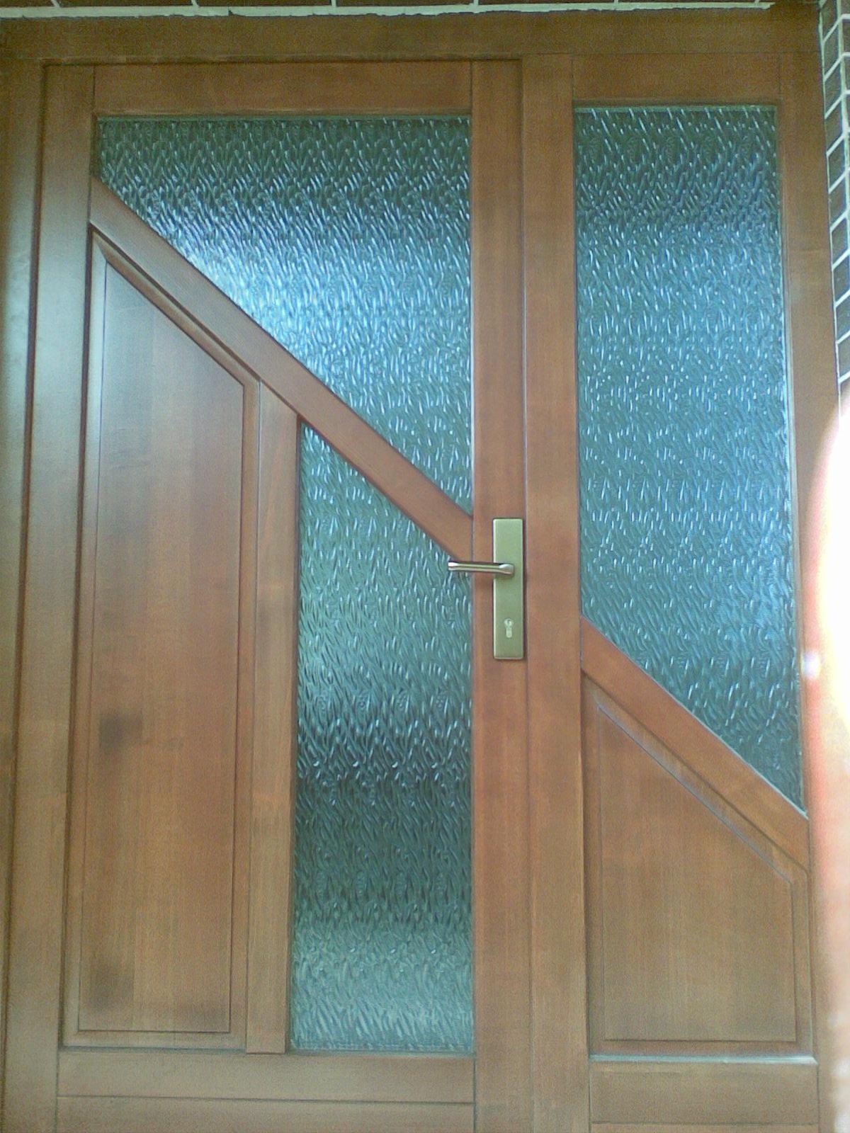 Vchodové dvere kazetové s presklením