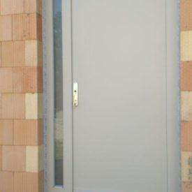 Vchodové dvere panelové s bočným svetlíkom